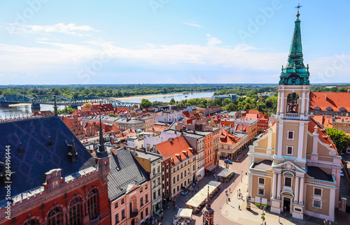 Cuadros en Lienzo Aerial view of the Vistula ( Wisla ) river with bridge and historical buildings of the medieval city of Torun, Poland