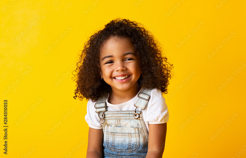 Fototapety, obrazy: Happy smiling african-american child girl, yellow background
