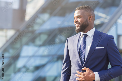 fototapeta na lodówkę Positive African American Businessman Looking Aside Posing In City