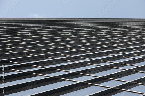 Photo Angular shot of glass building wall panels