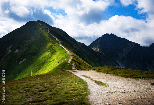 Photographie Walkway along the ridge of high mountains