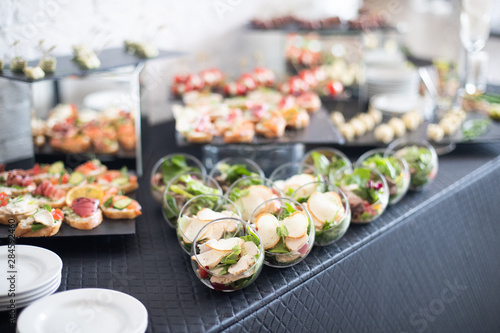 Cuadros en Lienzo Beautifully decorated catering banquet table with different food snacks and appetizers
