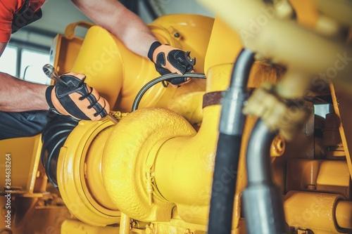 Cuadros en Lienzo  Technician Repair Bulldozer