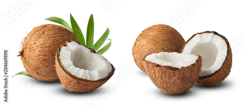 Stampa su Tela  Set with Fresh raw coconut with palm leaves isolated on white background