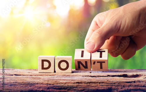 Canvas Print Hand Flip Wooden Block - Word Don't Change To Do It