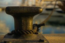 Amarre De Barco En Muelle