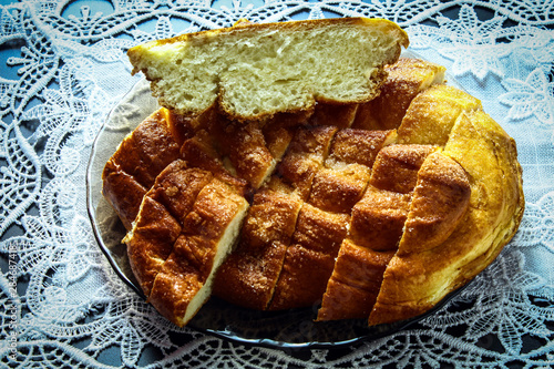 Photo Stands Grill / Barbecue Chopped fresh sweet bread with a delicious Golden brown