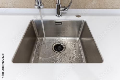 Fotografía  Stainless kitchen sink with food waste disposal in modern home