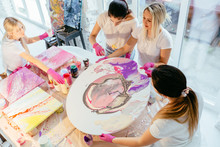 Creative Woman Painter Teach G...