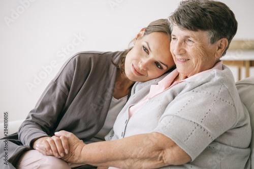 Photo  Woman hugging grandmother