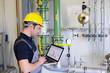 canvas print picture - Arbeiter bei Instandhaltung einer modernen Industrieanlage - Kontrolle und Aufnahme der Daten // workers maintaining a modern industrial plant - checking and recording data