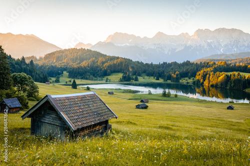 Fotomural Sonnenaufgang in den Alpen