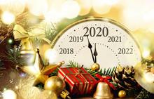 Retro Style Clock New Year's E...