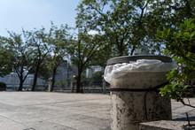 日本のゴミ箱のある公園