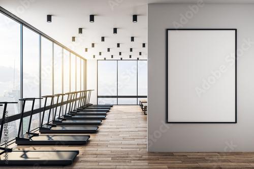 Fototapeta premium Biały makieta plakat w nowoczesnej siłowni z wnętrzem w stylu skandynawskim.