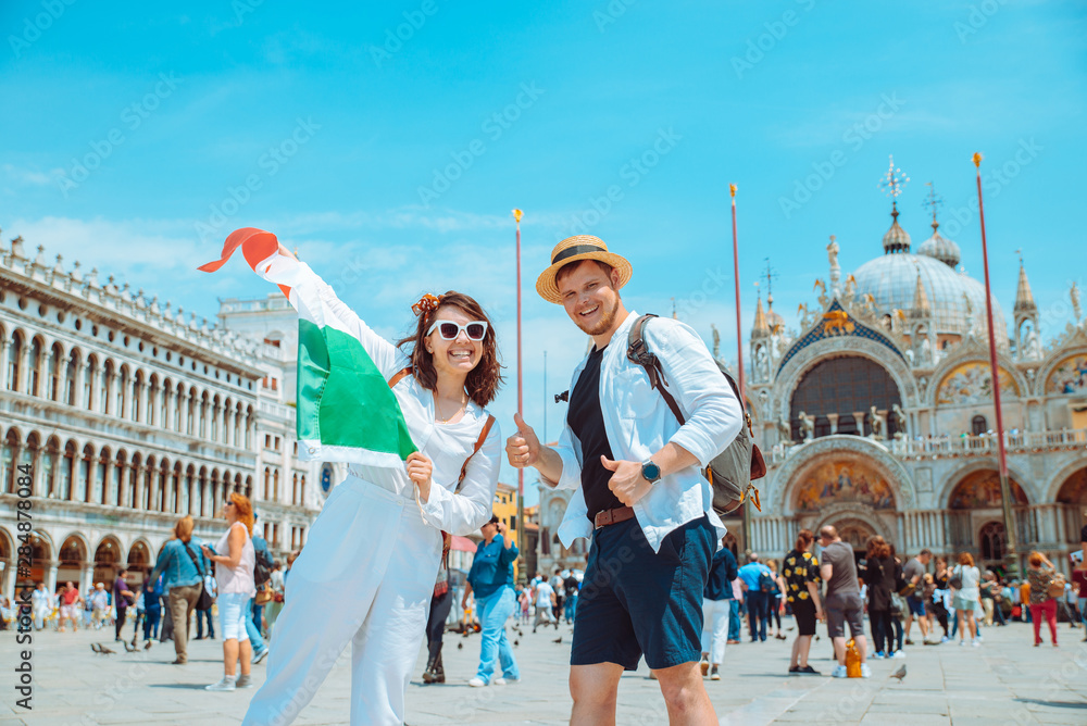 Fototapety, obrazy: smiling couple holding italian flag venice central square san marco