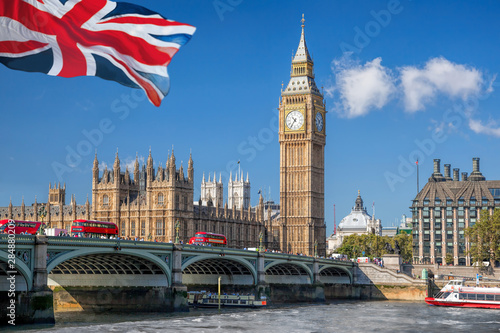 Cuadros en Lienzo Big Ben and Houses of Parliament with boat in London, England, UK