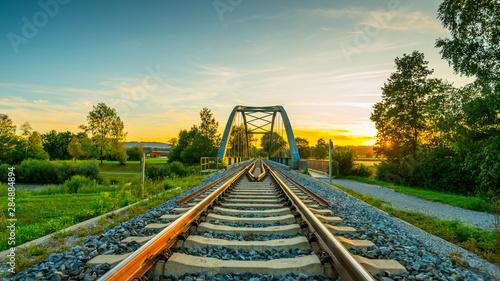 Foto auf Leinwand Eisenbahnschienen Bahnbrücke