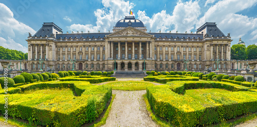 Canvastavla Royal Palace in City of Brussels in Belgium at sunny summer day