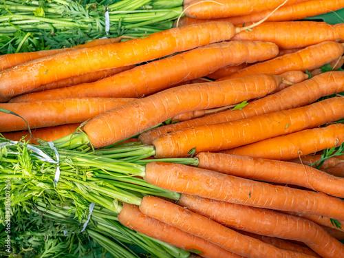 Biogemüse: Karotten auf dem Markt