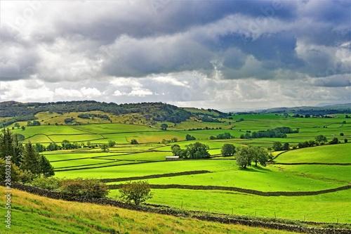Montage in der Fensternische Lime grun Rain clouds gather over Austwick meadowland, Yorkshire Dales, England