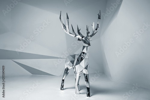 Canvas Print Low poly mirror 3D deer model. Studio shot