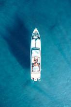 Mega Yacht Di Lusso In Mezzo A...