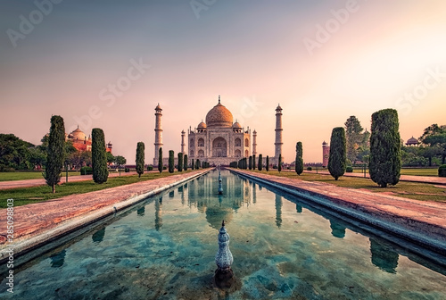Fotografía  Taj Mahal in sunrise light, Agra, India