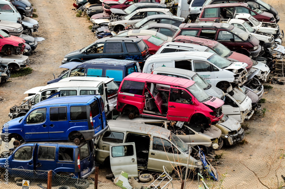 Fototapety, obrazy: Old Junk Cars On Junkyard