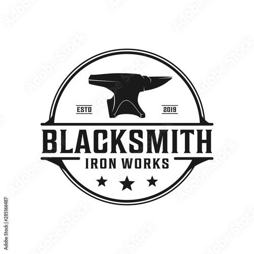 Fotomural Blacksmith anvil badge vintage logo