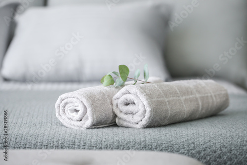 Valokuvatapetti Rolled clean towels on bed
