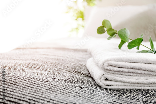 Valokuvatapetti Clean soft towels on bed in room