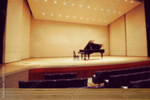 音楽ホール、ステージ、ピアノ、コンサート