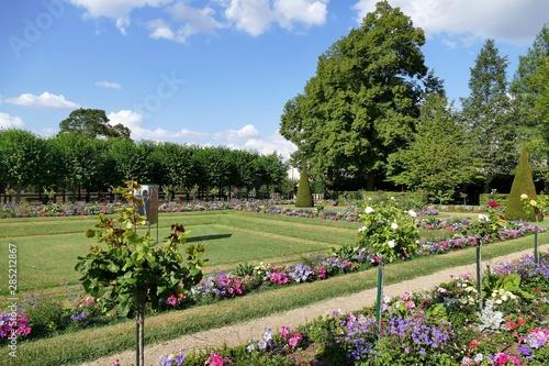 Photo Jardin publique appelé « jardin de l'archevêché » à Bourges, Cher, France