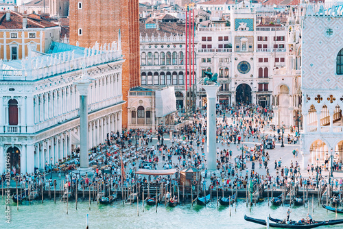 Fotografia, Obraz  Venice the city of love invaded by tourists