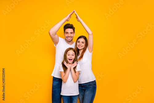 Obraz Daddy mommy and little foxy lady under protection on arms roof wear casual outfit isolated yellow background - fototapety do salonu