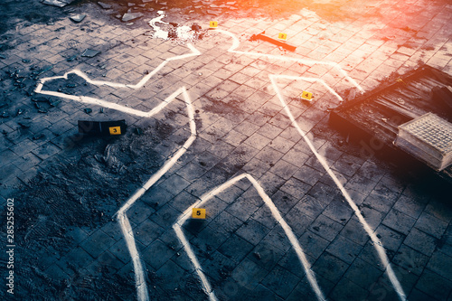 Fotografie, Obraz Body chalk outline, blood, markers with numbers and knife - crime scene, Police