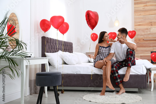 Платно Young couple in bedroom decorated with air balloons
