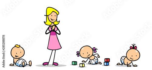 Photo Tagesmutter betreuut Babys in Krabbelgruppe