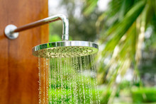 Outdoor Shower Head Stick On T...