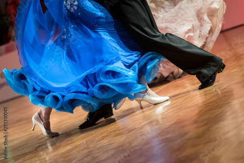 couple dancing standard dance - 285300048