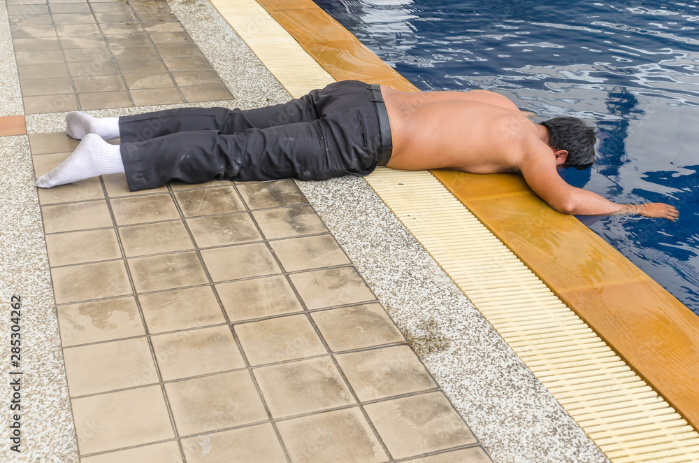Fototapety, obrazy: Acting,Accidents, drunken man unconscious head plunge in to swimming pool.