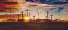 Gruas De Construcción Y Puesta De Sol.Concepto De Industria Y Mercado Inmobiliario..Cimientos De Bloque De Pisos