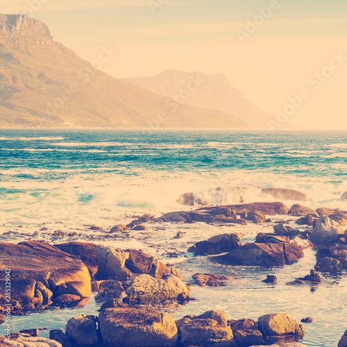 Fotomural Coastal Rocks and Mountains