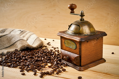 Salle de cafe old coffee grinder on a wooden table with seeds