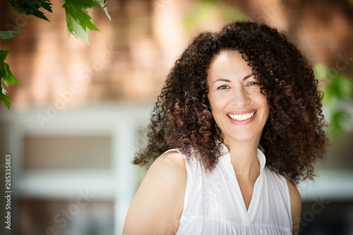 Mature Ethnic Woman Smiling At The Camera Fototapete
