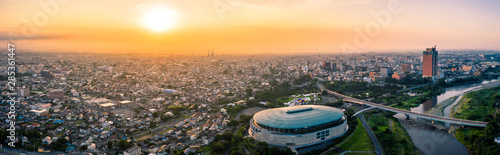 Montage in der Fensternische Cappuccino Aerial drone photo - Sunrise over the city of Maebashi, Gunma Prefecture. Japan, Asia
