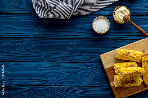 Obraz na plátně Grilled corn with salt and butter as farm food on blue wooden background top vie