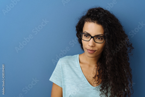 Young woman looking thoughtfully aside Fototapet