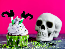 Halloween Witch Cupcakes Decor...